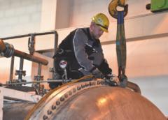 Řešení netěsností průlezů na vodíkovém reaktoru CCR5 a netěsností vík odparky Z25