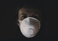 Průvodce základy regulace obličejových masek, jakožto osobních ochranných prostředků a zdravotnických prostředků